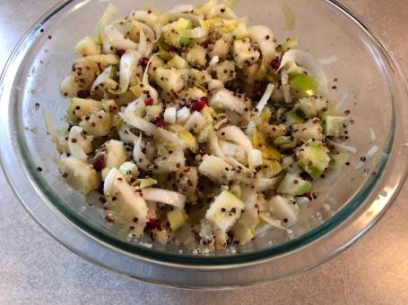 salade de quinoa, endives, céleri et fruits d'hiver